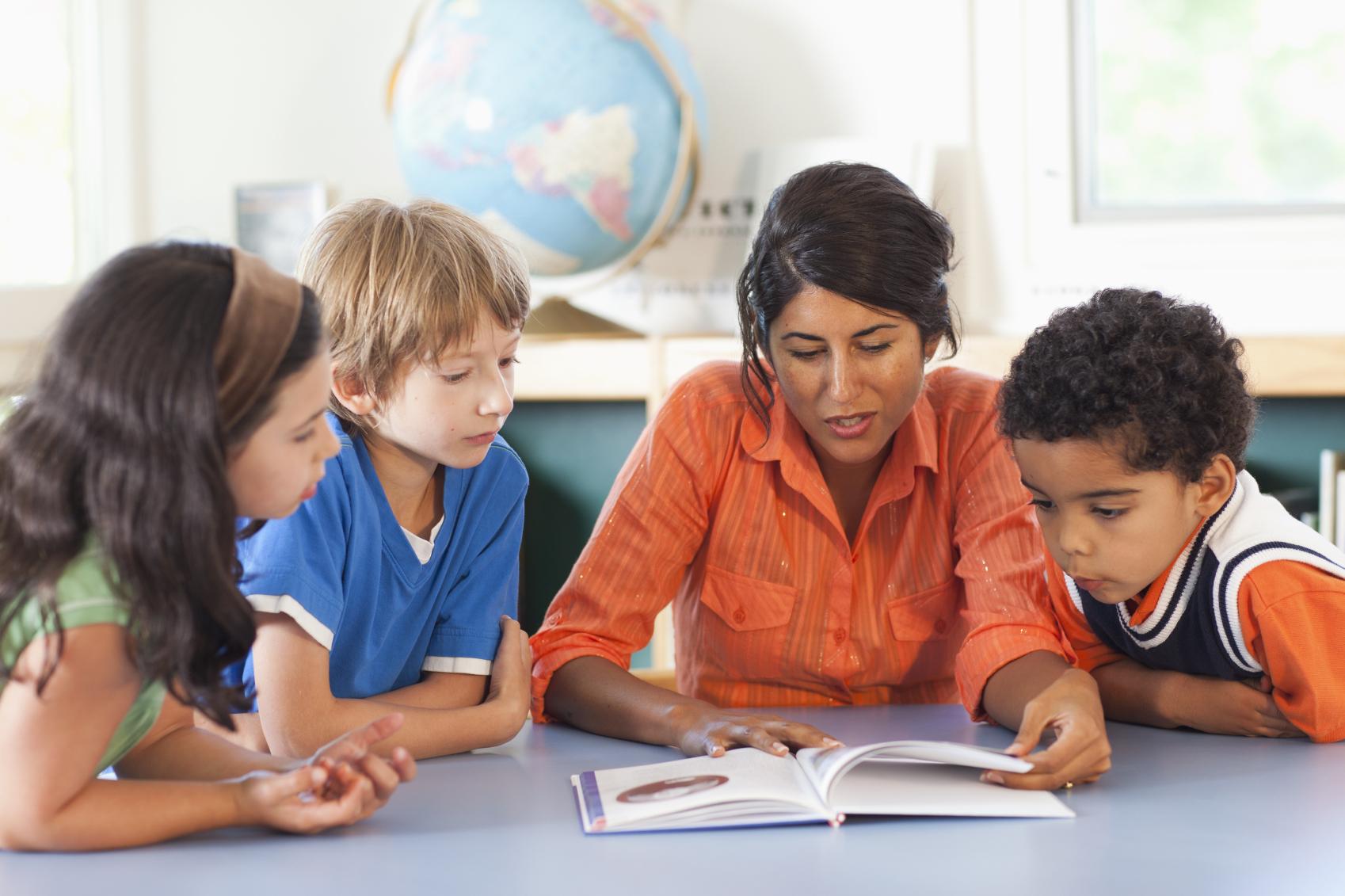 teacher-reading-to-students
